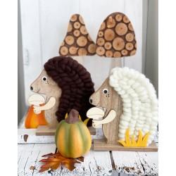Есенна декорация дървен Таралеж в кафяво