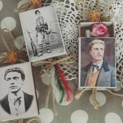 """Кутия с цитат,роза и портрета на """"Апостола на свободата"""""""