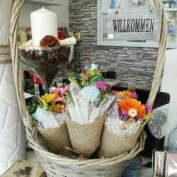 Декоративен букет от изкуствени цветя
