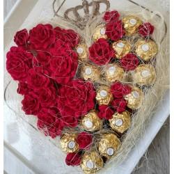 Сърце от рози и бонбони