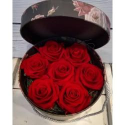 Луксозна кутия с 7 червени вечни рози