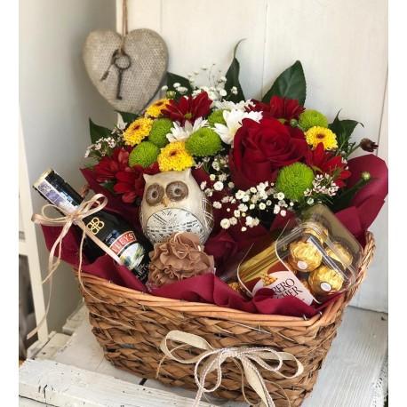 Кошница с цветя и сова
